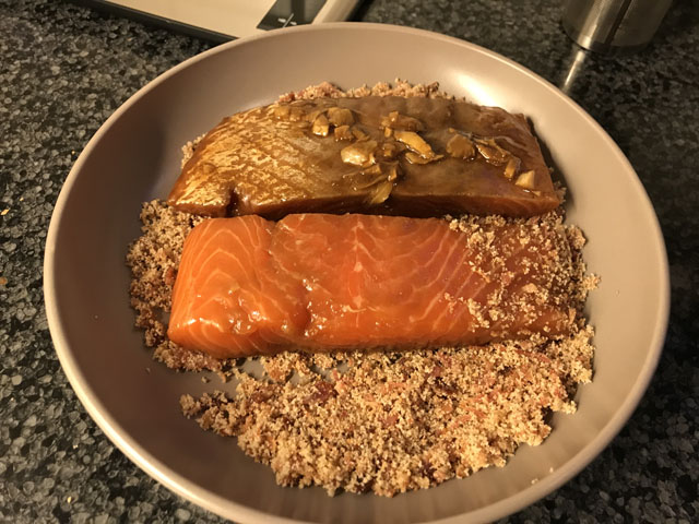 Zalm door bacon-mengsel